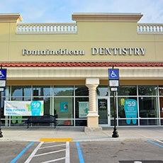Fotografía del frente de la tienda de Fontainebleau Dentistry